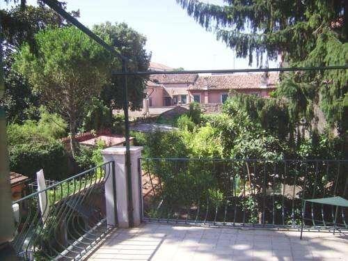 Venice Garden 3