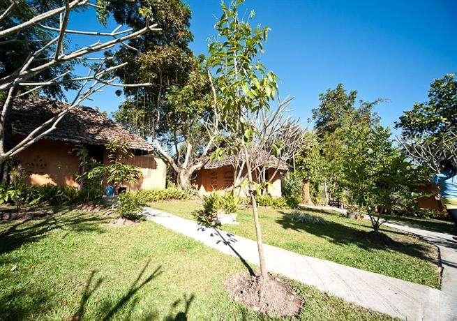 Amys Earth House 4