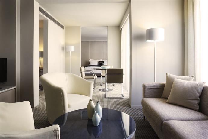 Hotel Realm 3