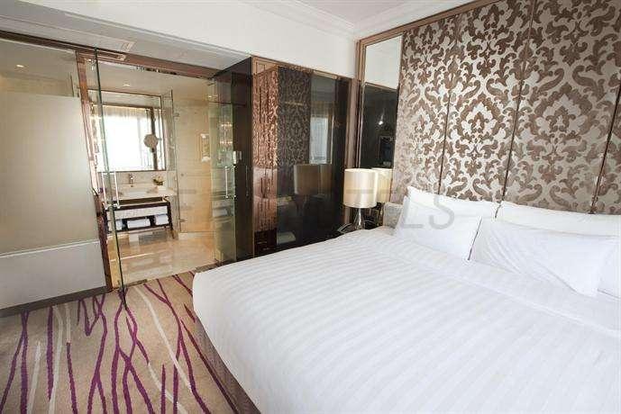 Cosmopolitan Hotel Hong Kong 14
