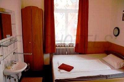 Hotel Pension Schmellergarten 3