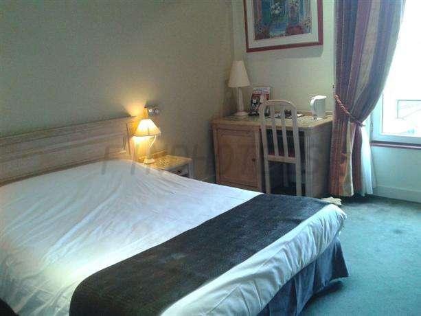 Hotel Aux Sacres 4