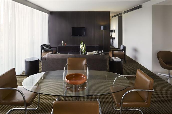 Hotel Realm 2