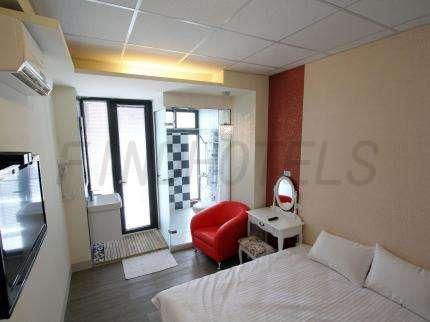 Eiffel Tower Hostel 2